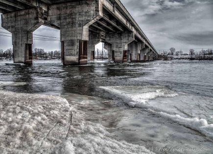 Sous le pont (Version HDR - couleurs)